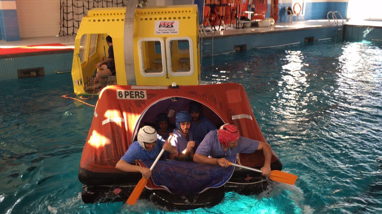 نجات از هلیکوپتر در زیر آب (HUET)